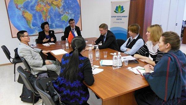 Представители краевого Центра развития экспорта на встрече с делегацией из Китая. 19 февраля 2016 год