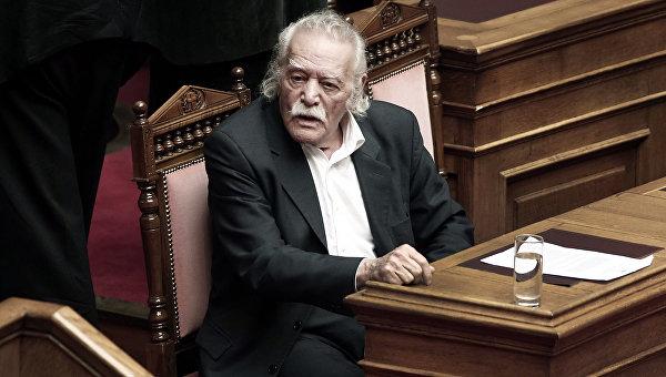 Греческий писатель и политический деятель Манолис Глезоc. Архивное фото