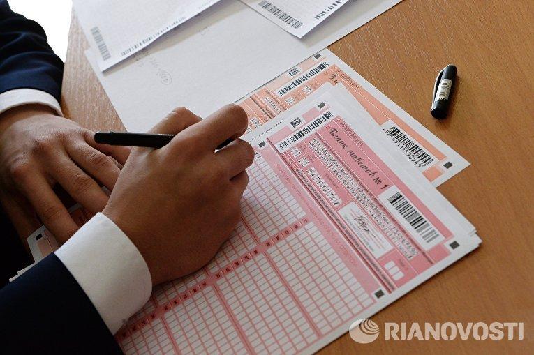 Бланки ответов на пробном ЕГЭ по математике в московской школе с углубленным изучением английского языка № 1284