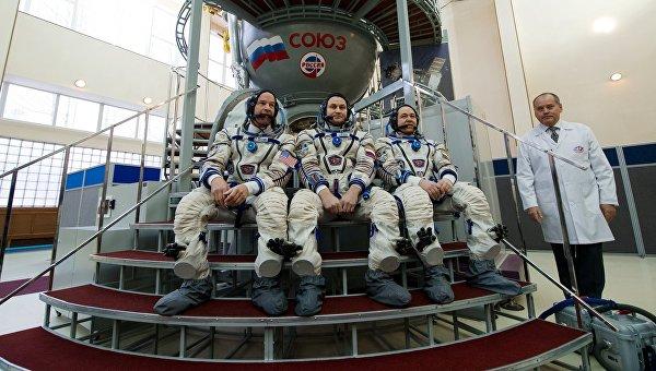 Члены основного экипажа МКС-47/48. Архивное фото