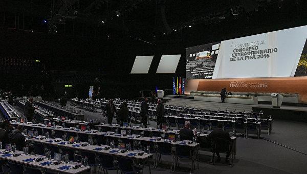 Зал заседаний Халленштадиона в Цюрихе, где пройдут выборы нового президента Международной федерации футбола (ФИФА)