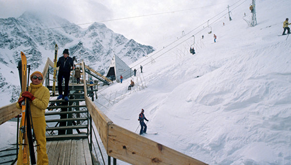 Горнолыжный подъемник в горах Чегета