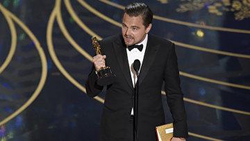 Леонардо Ди Каприо во время награждения премией киноакадемии США Оскар за роль в фильме Выживший.Архивное фото