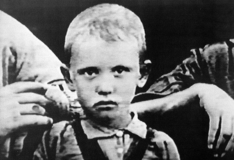 Маленький Михаил Горбачев в 1935 году
