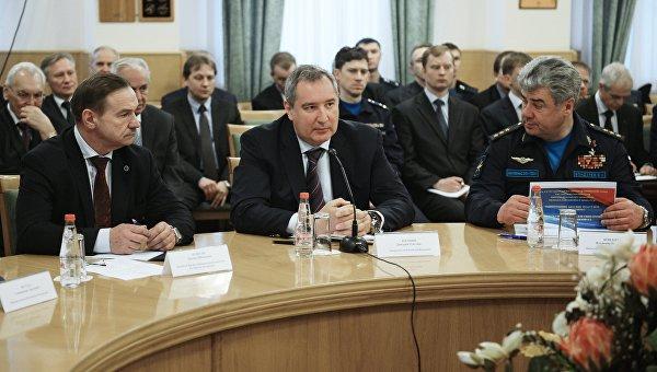 Заместитель председателя правительства РФ Дмитрий Рогозин на совещании по вопросам развития боевой авиации в ОКБ Сухого в Москве