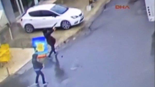Нападение террористок на полицейских в Стамбуле