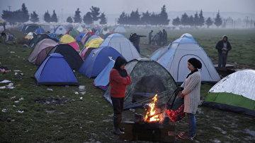 Временный лагерь для мигрантов на границе Греции и Македонии. Архивное фото
