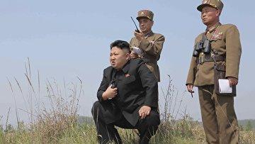 Лидер КНДР Ким Чен Ын руководит пуском ракет женскими подразделениями КНА