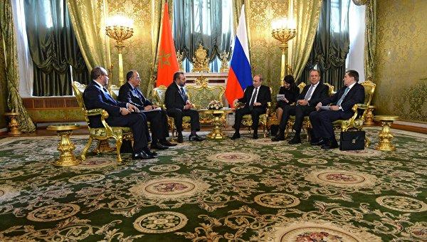 Президент России Владимир Путин и король Марокко Мухаммед VI во время встречи в Кремле