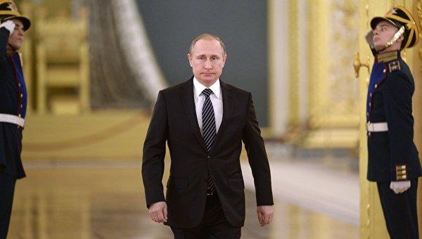 Президент России Владимир Путин на церемонии вручения Верховным Главнокомандующим знамени Воздушно-космических сил