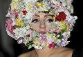 Певица Леди Гага во время показа на Неделе моды в Лондоне, 2012 год