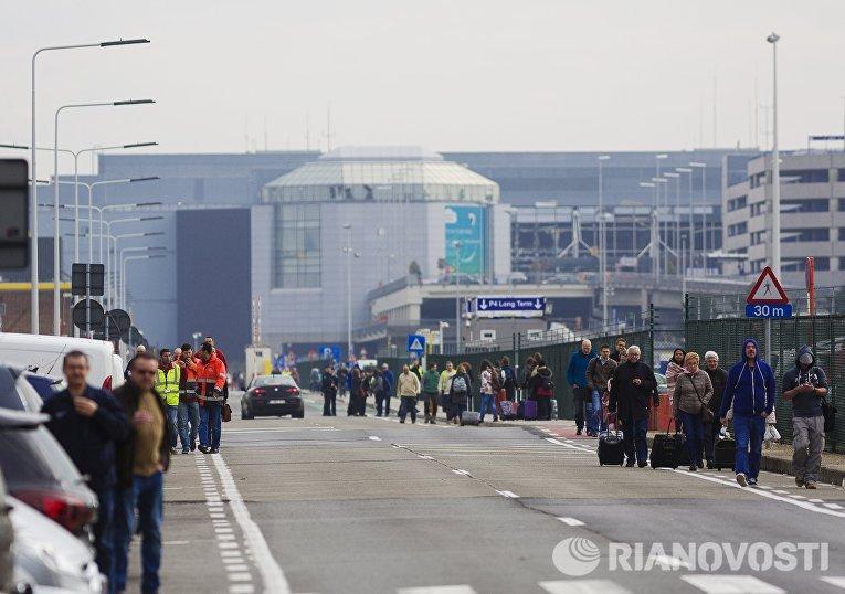 На месте взрыва в аэропорту Брюсселя. 22 марта 2016