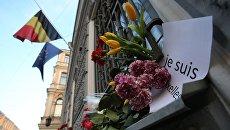 Цветы у консульства Бельгии в Санкт-Петербурге в память о погибших в результате нескольких взрывов, прогремевших 22 марта в аэропорту Завентем и в брюссельском метро