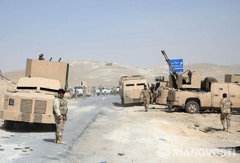Военная техника отряда народного ополчения Соколы пустыни во время передислокации в районе сирийского города Пальмира