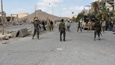 Сирийские военные играли в мяч на улице освобожденной от боевиков Пальмиры