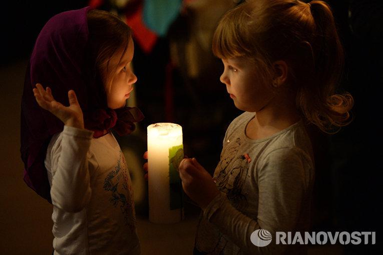 На праздничном пасхальном богослужении в католическом кафедральном соборе Преображения Господня в Новосибирске