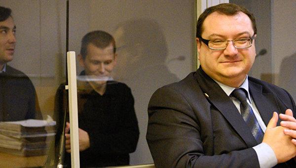 Граждане России Евгений Ерофеев и Александр Александров, а также их адвокат Юрий Грабовский. Архивное фото