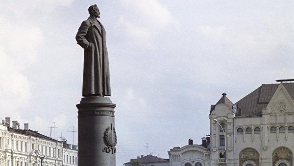 Памятник Ф. Э. Дзержинскому в Москве, Лубянская площадь