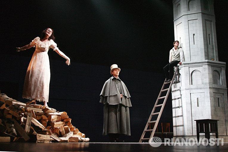 Предпремьерный показ комедии А.Грибоедова Горе от ума в театре Современник