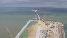 Возведена первая опора Керченского моста. Кадры с места строительства