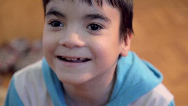 Алик, 9 лет. Обладает феноменальной памятью и любит рассказывать истории