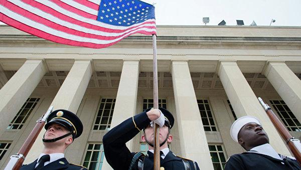 Военные США у здания Пентагона. Архивное фото
