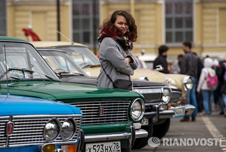 На выставке ретро-автомобилей в Санкт-Петербурге