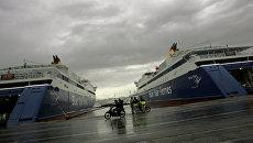 Паромы в порту Пирей, Греция. Архивное фото