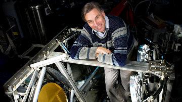 Эл Когут, руководитель программы PIPER, и строящаяся обсерватория-воздушный шар