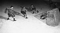 Матч между сборными Канады и Швеции на Олимпийских играх в Осло, 1952 год. Архивное фото
