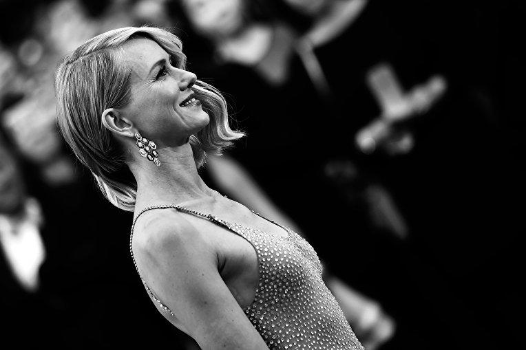 Британская актриса Наоми Уоттс прибывает на показ фильма Финансовый монстр в рамках 69-го Каннского кинофестиваля