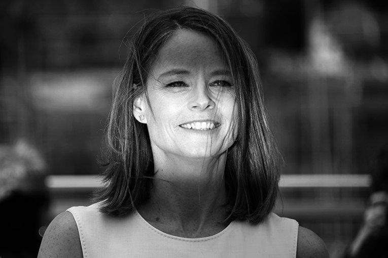 Джоди Фостер позирует во время фотоколла для фильма Финансовый монстр в рамках 69-го Каннского кинофестиваля