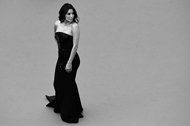 Актриса Ева Лонгория прибывает на показ фильма Финансовый монстр в рамках 69-го Каннского кинофестивал во Франции