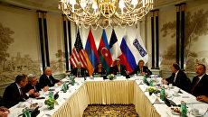 Министр иностранных дел России Сергей Лавров, Госсекретарь США Джон Керри, президент Армении Серж Саргсян и президент Азербайджана Ильхам Алиев на встрече в Вене