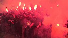 Сторонники батальона Азов жгли дымовые шашки и файеры на митинге у Рады
