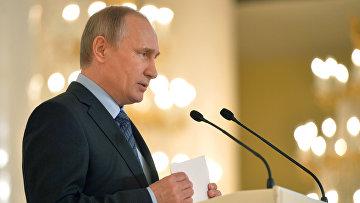 Президент России Владимир Путин выступает на пленарном заседании съезда Общества русской словесности в Кремле. 26 мая 2016