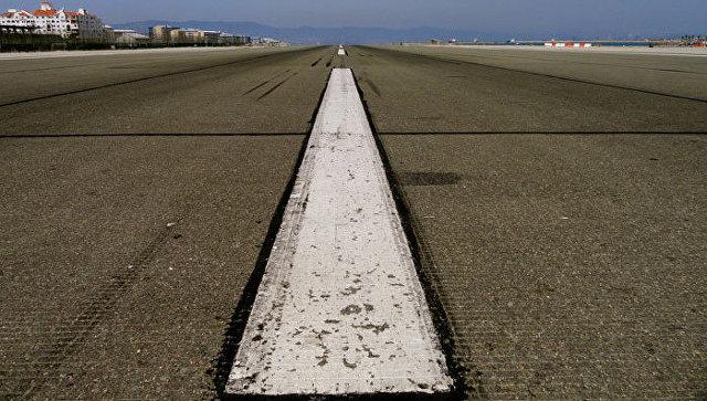 Ваэропорту Самары самолет сломал взлетную полосу