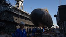 Торжественная церемония спуска дизель-электрической подводной лодки проекта 636 Варшавянка Колпино на Адмиралтейских верфях в Санкт-Петербурге