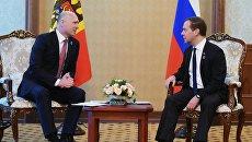 Председатель правительства РФ Дмитрий Медведев (справа) и премьер-министр Молдавии Павел Филип. Архивное фото