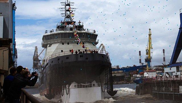 Первый за 40 лет ледокол для ВМФ России спустили на воду