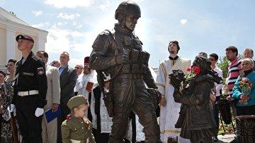 Открытие памятника Вежливым людям в Крыму