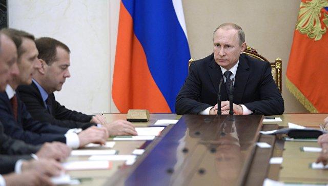 Президент России Владимир Путин проводит совещание с постоянными членами Совета безопасности РФ в Кремле. 22 июня 2016