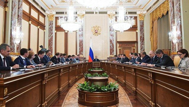Председатель правительства РФ Дмитрий Медведев проводит заседание кабинета министров РФ. Архивное фото