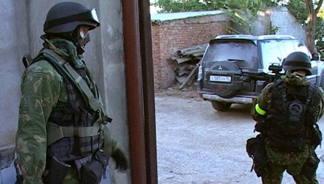Сотрудники правоохранительных органов во время спецоперации в Махачкале, Дагестан. Архивное фото