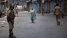 Военный патруль во время комендантского часа в Кашмире. Индия, архивное фото