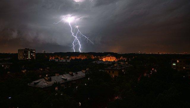 На Урале в понедельник ожидаются грозы, град и сильный ветер