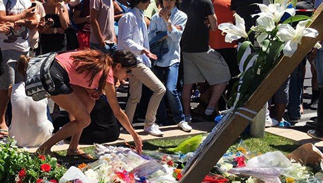 «Берущее задушу послание»: Олланд процитировал письмо погибшей вНицце россиянки