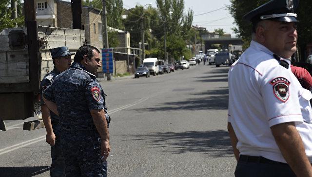 Захват заложницы в Ереване: обезвреженный полицейскими мужчина скончался