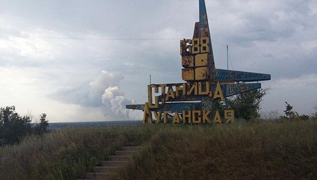 КПП Станица Луганская на линии соприкосновения в Донбассе. Архивное фото
