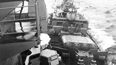 Сторожевой корабль Черноморского флота Беззаветный таранит американский ракетный крейсер Йорктаун . 12 февраля 1988 года